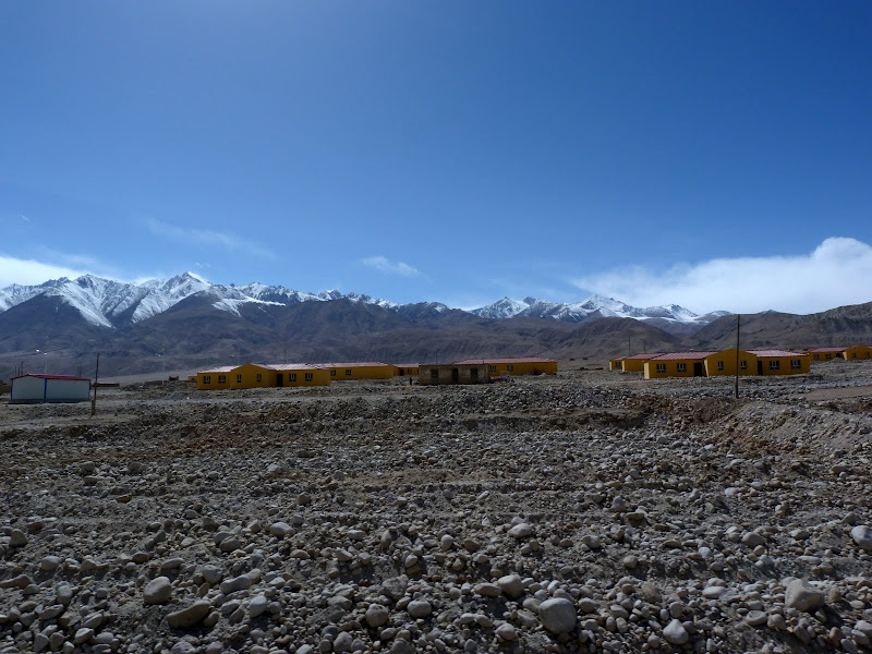 XINJIANG. Karakoram Highway, lune des plus haute route au monde, en passant a 4400 m - P1280564.JPG