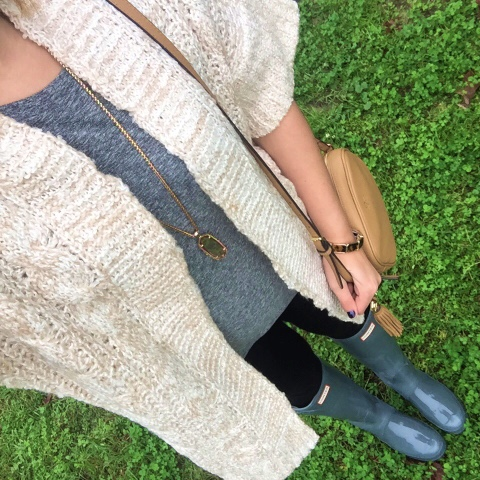 gray monroe, kendra scott necklace, hunter boots