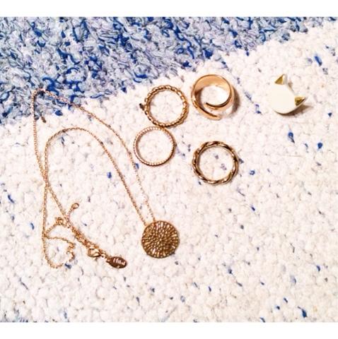 collier Nilaï New Dentellissime avec VOICI et bagues de chez SIXT