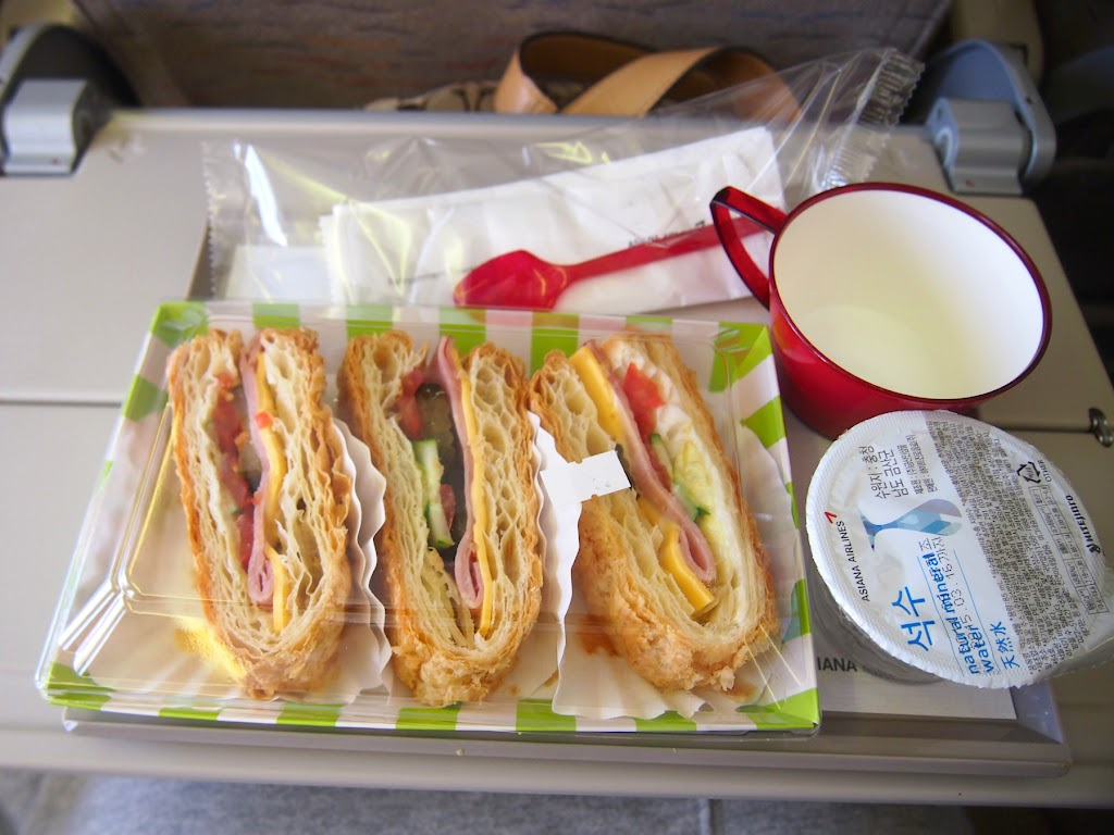 福岡→仁川国際空港 アシアナ航空の機内食