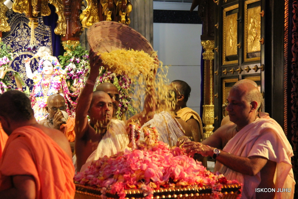 ISKCON Juhu Janmashtami Maha Abhishek on 25th Aug 2016  (70)