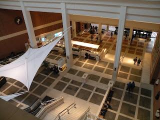 Вид с 4-го этажа на хол