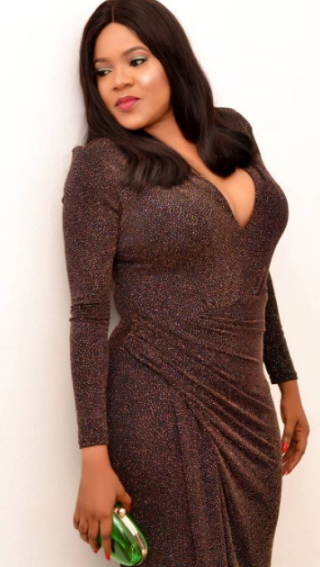 Actress, Toyin Aimakhu ShowsOff  Her b**bs In S3xy Dress (Photos)
