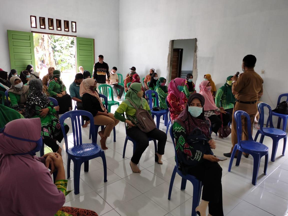 Satgas TMMD Berikan Penyuluhan KB Kepada Ibu - ibu di Desa Lok Batu