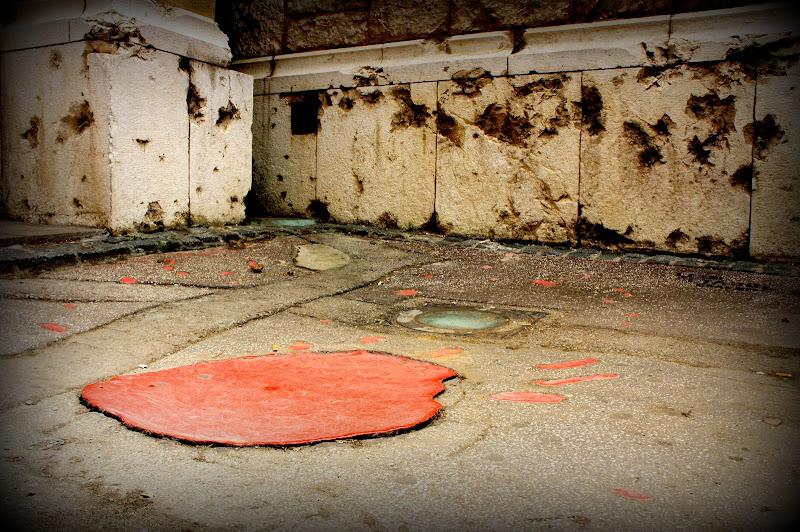 Viele dieser roten Flecken markieren Granateinschläge mit Todesfolge