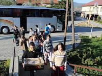 Az egri diákok lelkessen hozták az adományokat..jpg