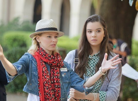pitch-perfect-2-image-elizabeth-banks-hailee-steinfeld