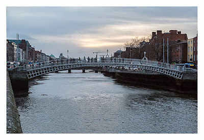 Geocaching in Dublin: Half Penny Bridge