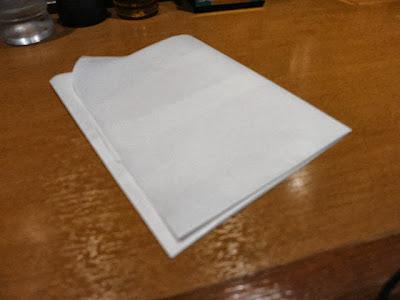 カレーうどん飛び散り対策品の紙エプロン