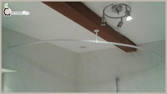Barre de douche pour baignoire d'angle