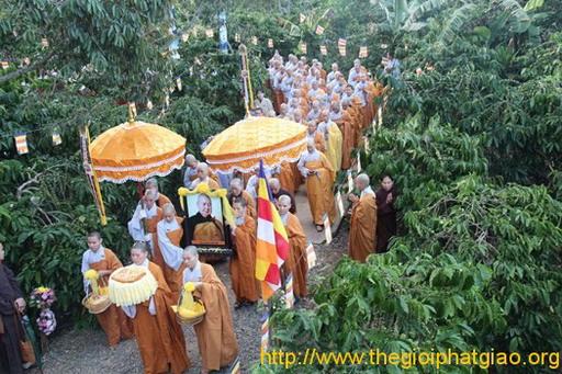Tang lễ Sư Bà Hải Triều Âm: Lễ Tham Yết Phật – Tổ