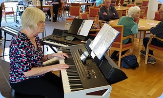Mary Barrett playing her Korg Pa4X (76 note version).