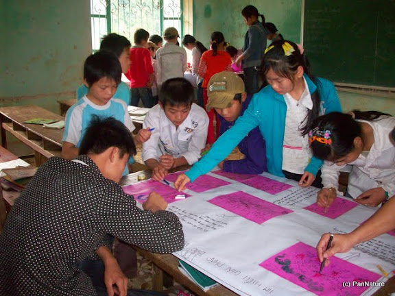 Students of Yen Dinh Middle School sketching human impacts and solutions for protecting the Tonkin Snub-nosed Monkey.
