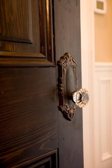 khóa cửa gắn pha lê