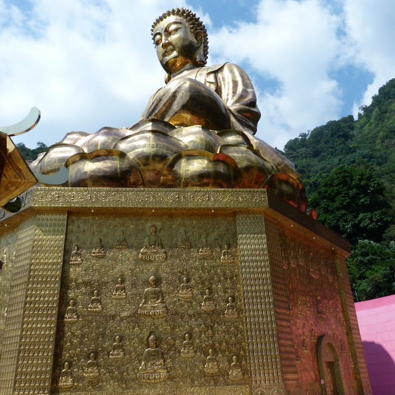 Puli. Divers et Golden Buddha.J 12 - P1170612.JPG