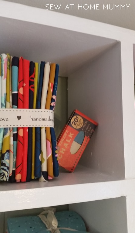 custom fat quarter fabric craft wall storage cubby shelf || sew at home mummy