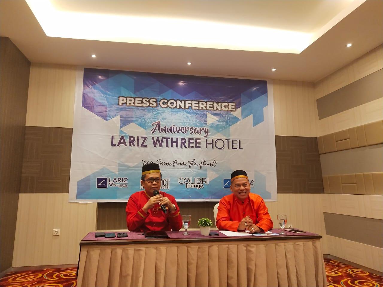 Baju Adat Bugis Warnai HUT ke-4 Lariz Wthree Hotel
