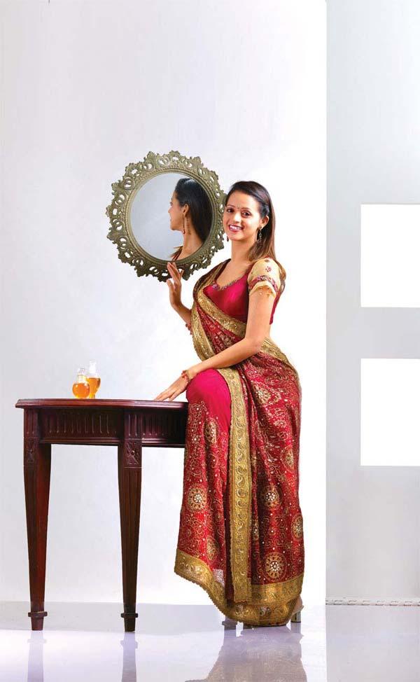 Bhavana-spicy-look-in-saree