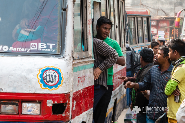 People getting on the bus at Gulistan