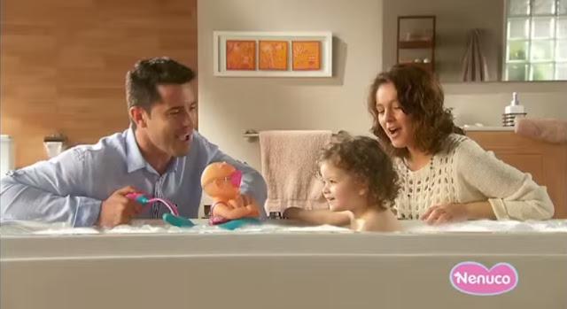 Sản phẩm Búp bê Nenuco tắm với phao bơi cá heo vui nhộn Bubble Bath