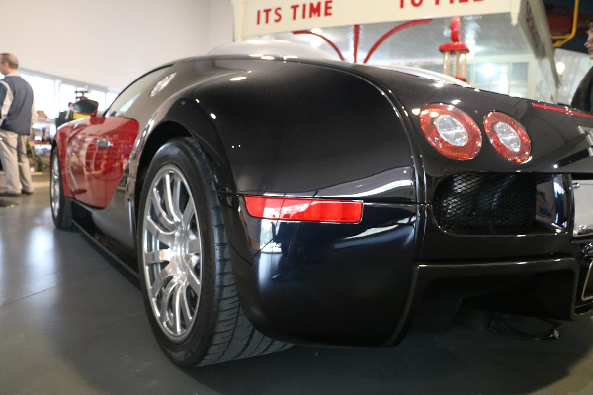Jaguar_National_Rally_2018-04-14_0022 - Bugatti-Veyron.JPG