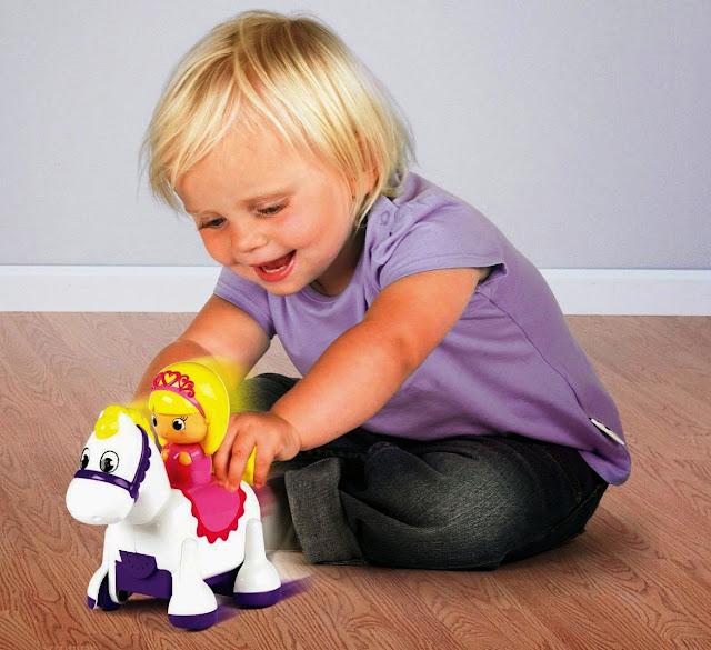 Đồ chơi Tomy Clip Clop Princess giúp bé phát triển toàn diện