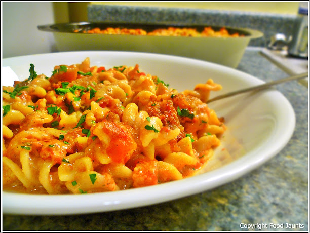 Chipotle Tomato Mac and Cheese + Chinet Bakeware Review