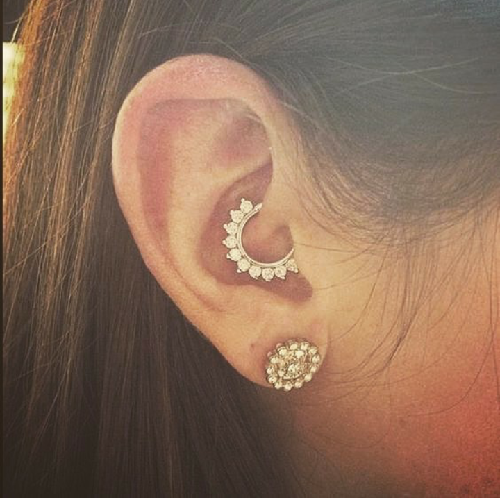 PIERCING BETWEEN FASHION AND RISK ,WHAT'S THE MEAN OF PIERCING 9