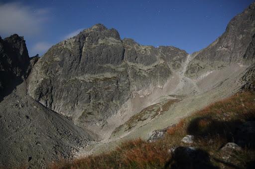 Priečne sedlo a Široká veža z Pfinnovej kopy, vpravo Sedielko