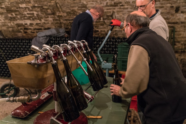 Embouteillage du chardonnay 2016. guimbelot.com - 2017-11-16%2BEmbouteillage%2Bdes%2Bchardonnay%2B-110.jpg