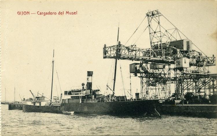 Vapor JOVELLANOS cargando carbón en Gijón Musel. Postal de la Editorial Matos. Ca. 1910.tif