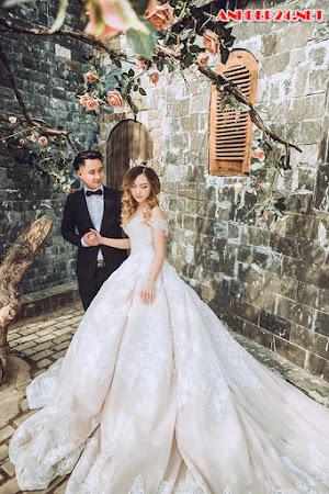 Đôi Việt kiều Đức vượt hơn 11.000 km chụp ảnh cưới ở Hà Nội