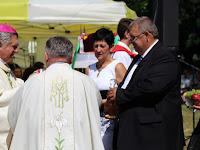 26 A segédpüspök megáldja az idei termést.JPG