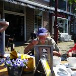 122-Geerard van de Vijver eet met flegma en met een ietsje droeve blik zijn gebakje...