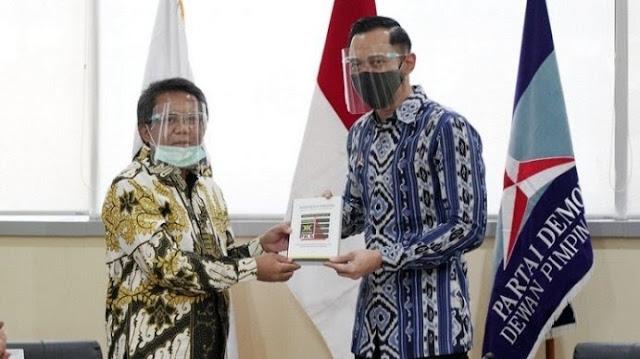 Foto: Ketum Partai Demokrat Agus Harimurti Yudhoyono dan Presiden PKS, Muhammad Sohibul Iman. Rakyat Bosan Dengan Pemimpin Dramatis dan Pencitraan.