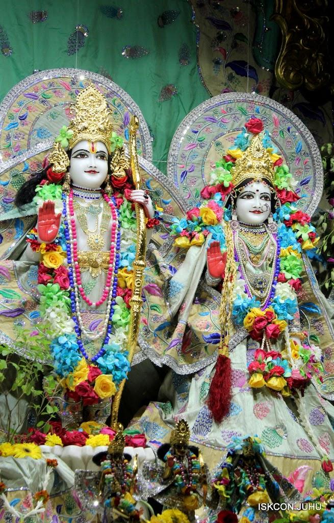 ISKCON Juhu Sringar Deity Darshan on 26th Aug 2016 (67)