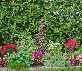 Klötzchen-Relief-1-im Garten
