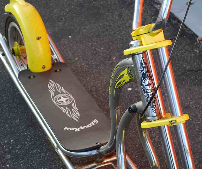 trottinette chopper Schwinn Stingray, detail de la direction - annee 2005