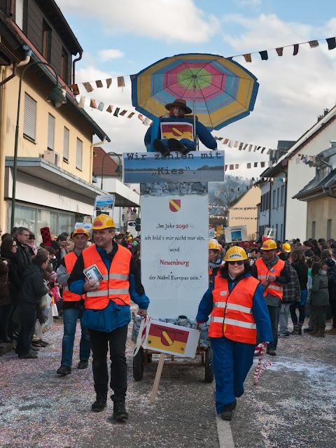 """Eine neue Gruppe bereicherte den Umzug mit einem Themenwagen: """"Neuenburg fliegt zum Meer"""""""