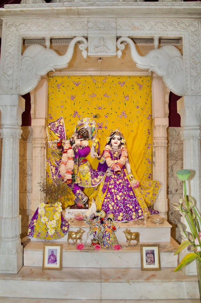 ISKCON New Govardhana Deity Darshan 22 Dec 2016 (59)
