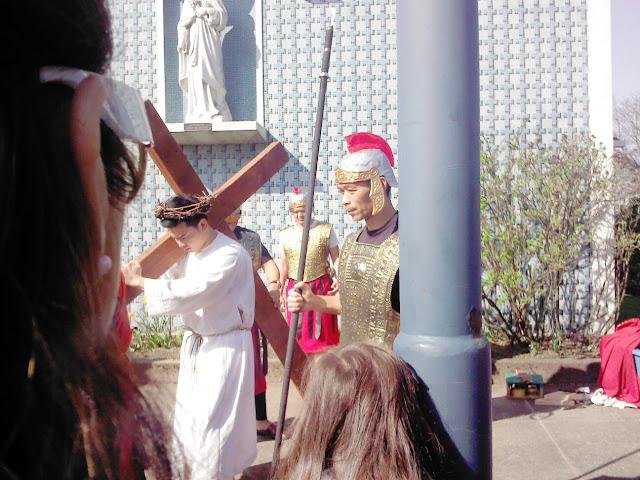 Via Crucis 2013 - 884383_10200399185996183_892590949_o.jpg