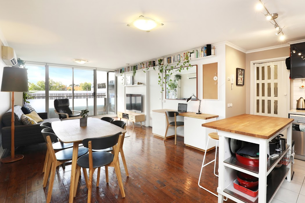 Main photo of property at 214/118 Dudley Street, West Melbourne 3003