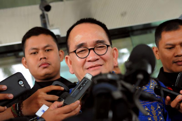 Ungkit Pilkada, Ruhut Sebut Anies Menang Karena SARA & Teror