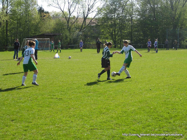 Albatros-17april2010 - vrouwenvoetbal_RacingChalet_kappen.jpg