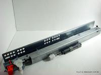 裝潢五金 品名:SALICE-按壓反彈緩衝隱藏滑軌 規格:30/35/40/45/50CM 載重:30KG 材質:鐵電鍍銀色 功能:抽屜按壓時會自動彈開,推回時會緩衝迴歸關上 玖品五金