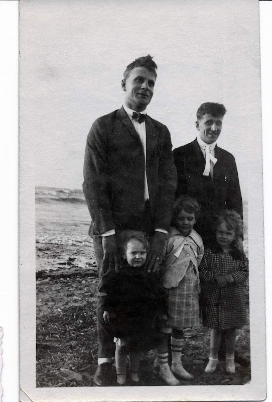 Uncle Laurie, dGus, Bob, Dorothy an Anne Boekman