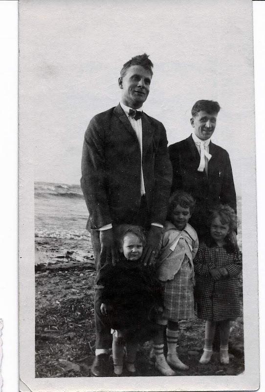 Uncle Laurie, dGus, Bob, Dorothy an Anne Boekman