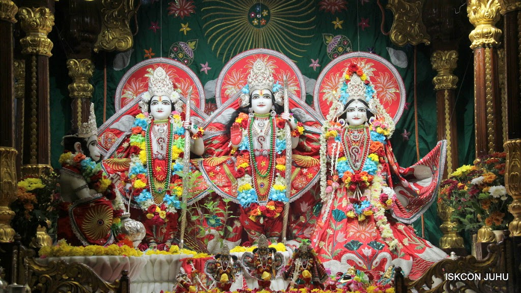 ISKCON Juhu Sringar Deity Darshan on 28th Aug 2016 (23)