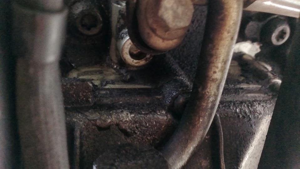 Is this a easy oil leak to fix? - Triumph Forum: Triumph Rat Motorcycle