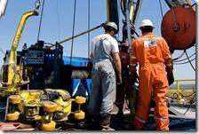 Petrolio supera i 55 dollari al barile
